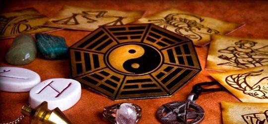 Wróżby, magia, refleksologia czyli inwazja zabobonu